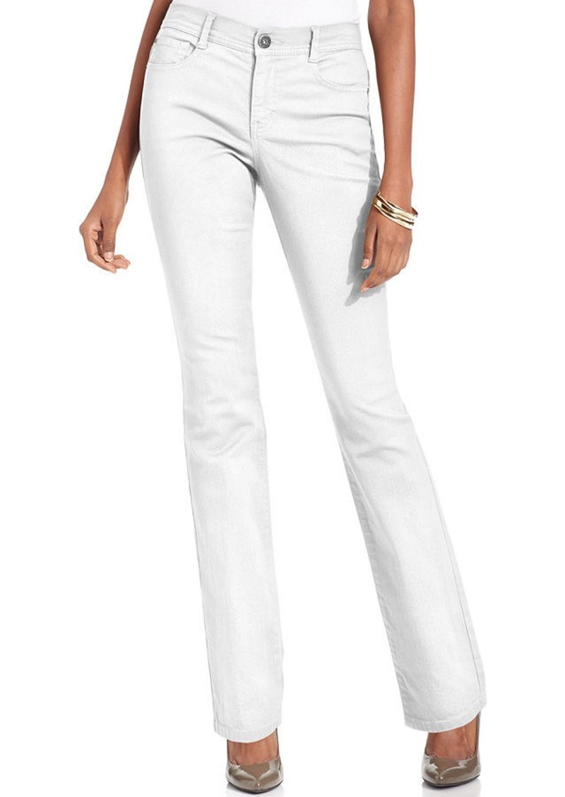 Wear a versatile pair of the latest petite skinny jeans or petite leggings with wedge heels to elongate your figure. Top with a flowing bell sleeve blouse for a feminine touch. For work, choose our petite women's pants in an array of smooth, stretch fabrics.