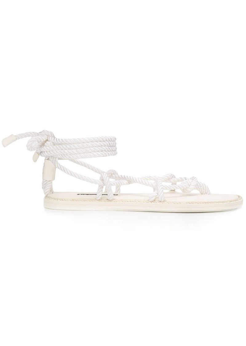 rope-fastening sandals