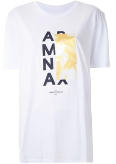 Armani Exchange CAMISETA BOY FIT COM ESTAMPA CONTRASTANTE