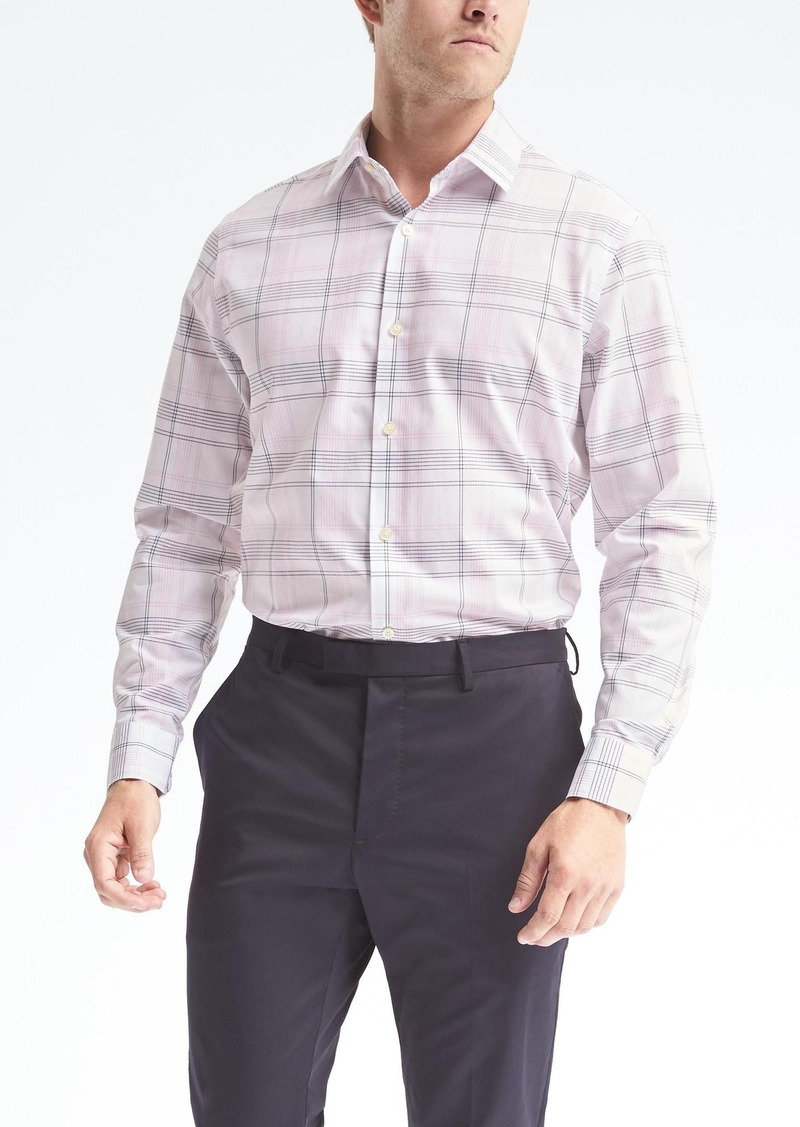 Discover the perfect casual accent with soft wash denim and twill long sleeve men's shirts or short sleeve polo, plaid and utility designs. Dress in the handsome, durable styles of dress and casual men's shirts from Banana Republic.