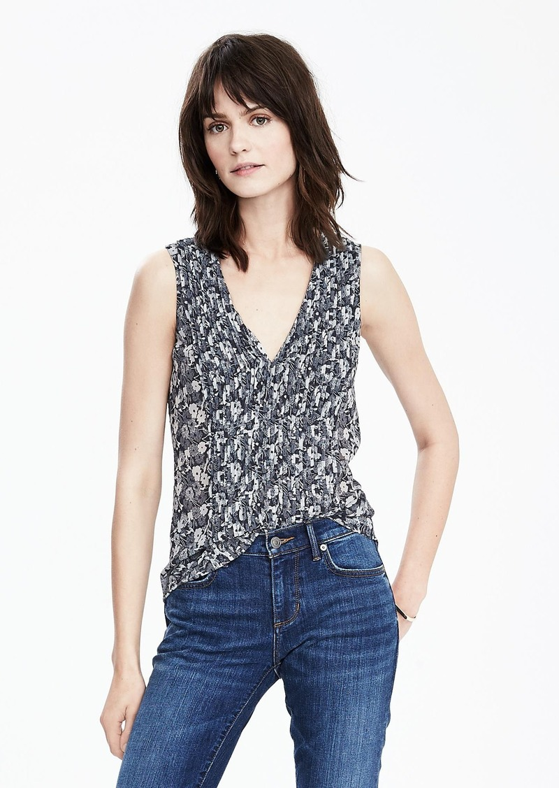 Banana Republic Mini Pleat Vee Top