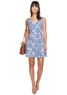 BB Dakota Chastain V-Neck Lace Dress