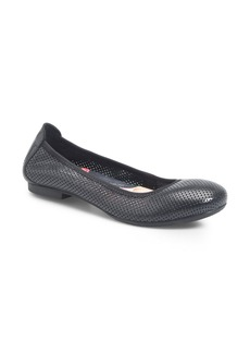 Born Børn Julianne Perforated Flat (Women)