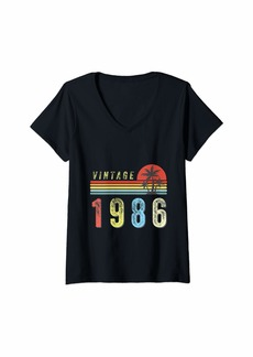 Born Womens Vintage Retro 1986  35th Birthday Gift 35 Years Old V-Neck T-Shirt
