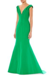 Carolina Herrera Fitted V-Neck Gown