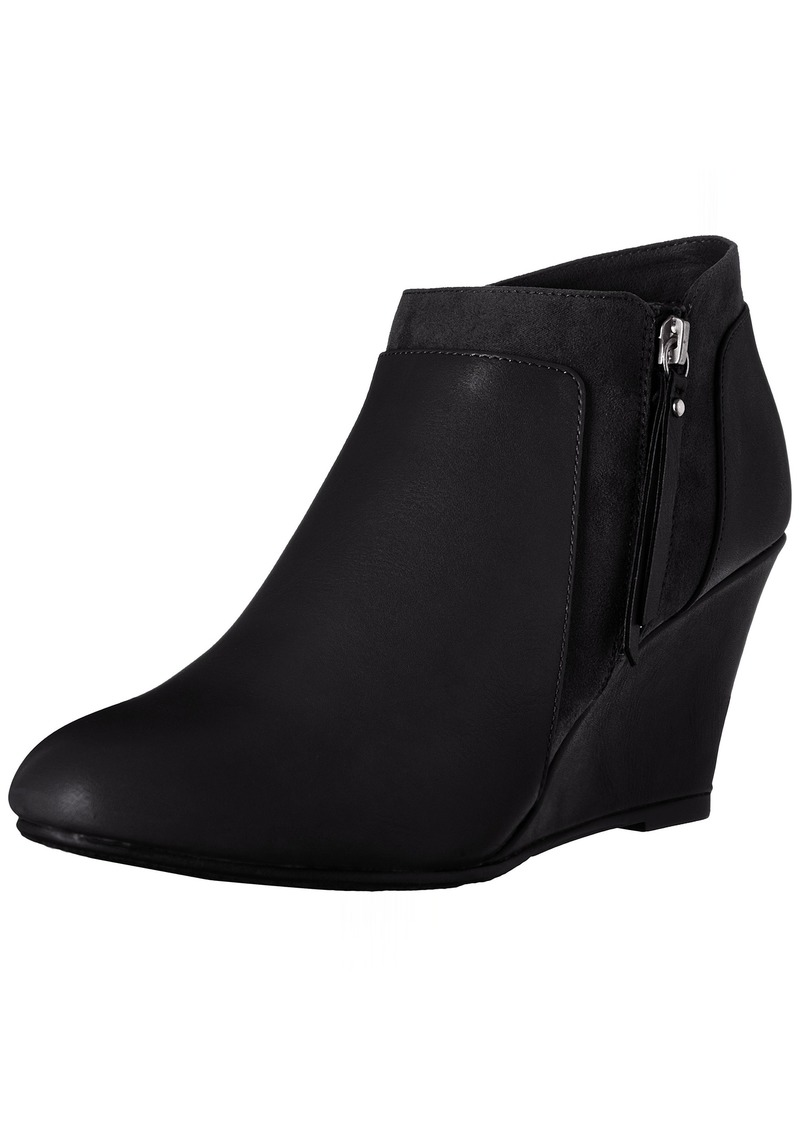 CL by Chinese Laundry Women's Vania Wedge Bootie    M US