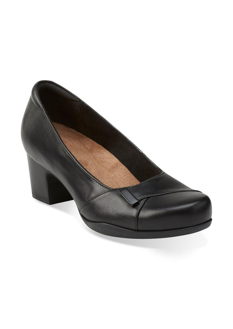 Clarks® 'Rosalyn Belle' Pump (Women)