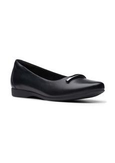 Clarks® Un Darcey Way Ballet Flat (Women)