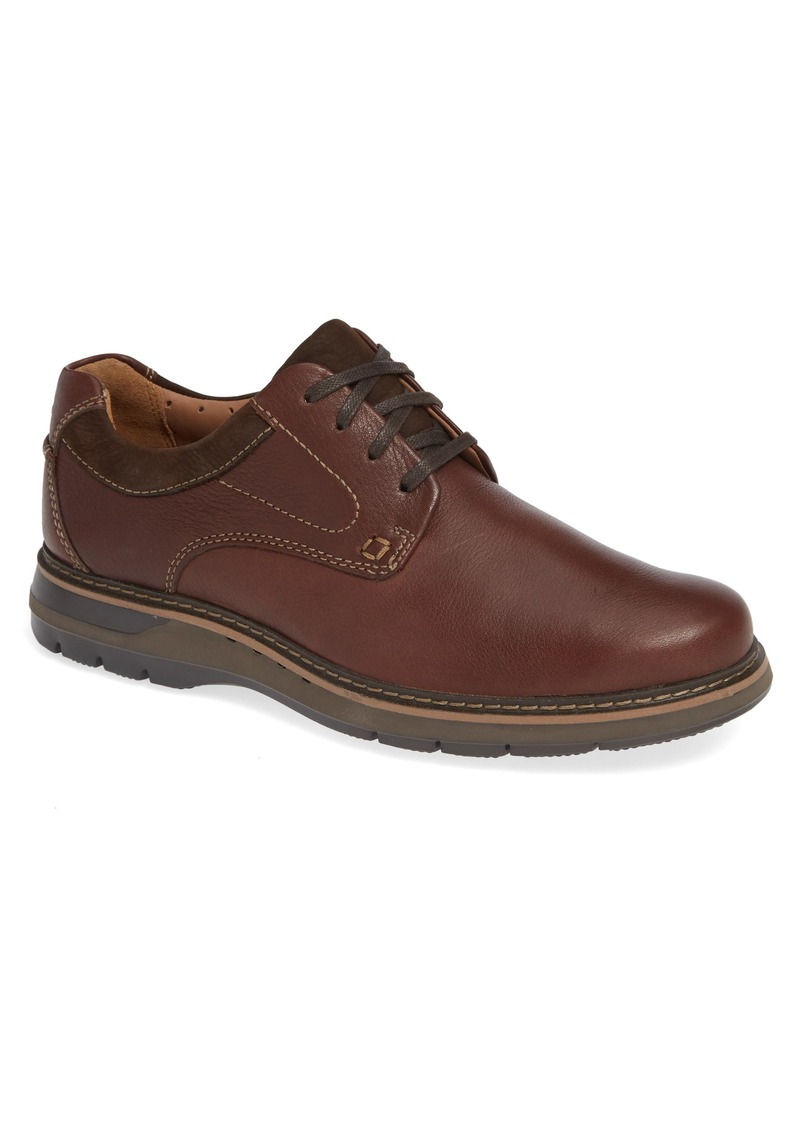 Clarks® Un Ramble Lo Plain Toe Derby (Men)