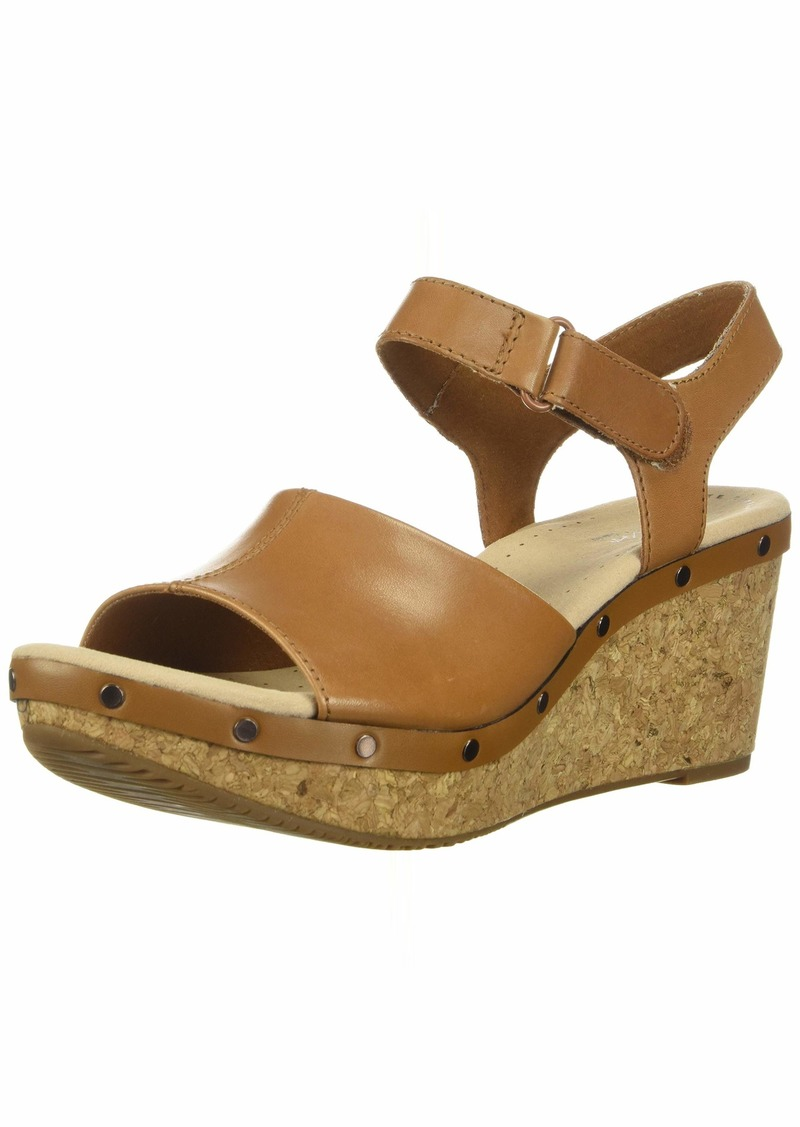 Clarks Women's Annadel Clover Wedge Sandal tan Leather 095 M US