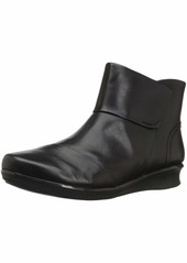 CLARKS Women's Hope Track Fashion Boot  070 W US