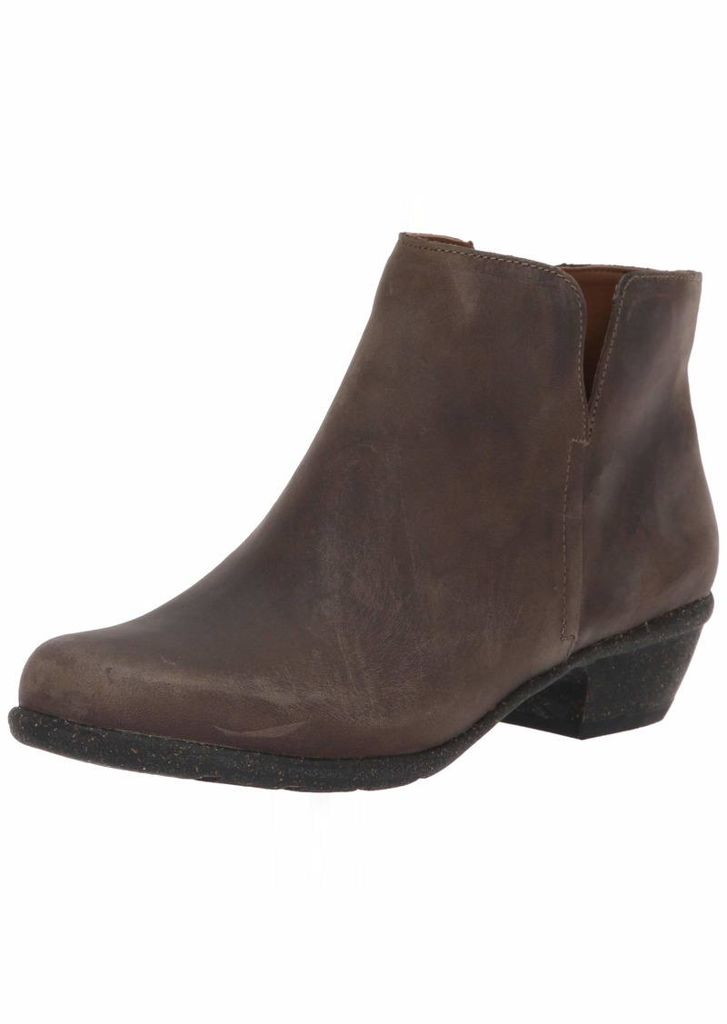 CLARKS Women's Wilrose Frost Ankle Boot  70 W US