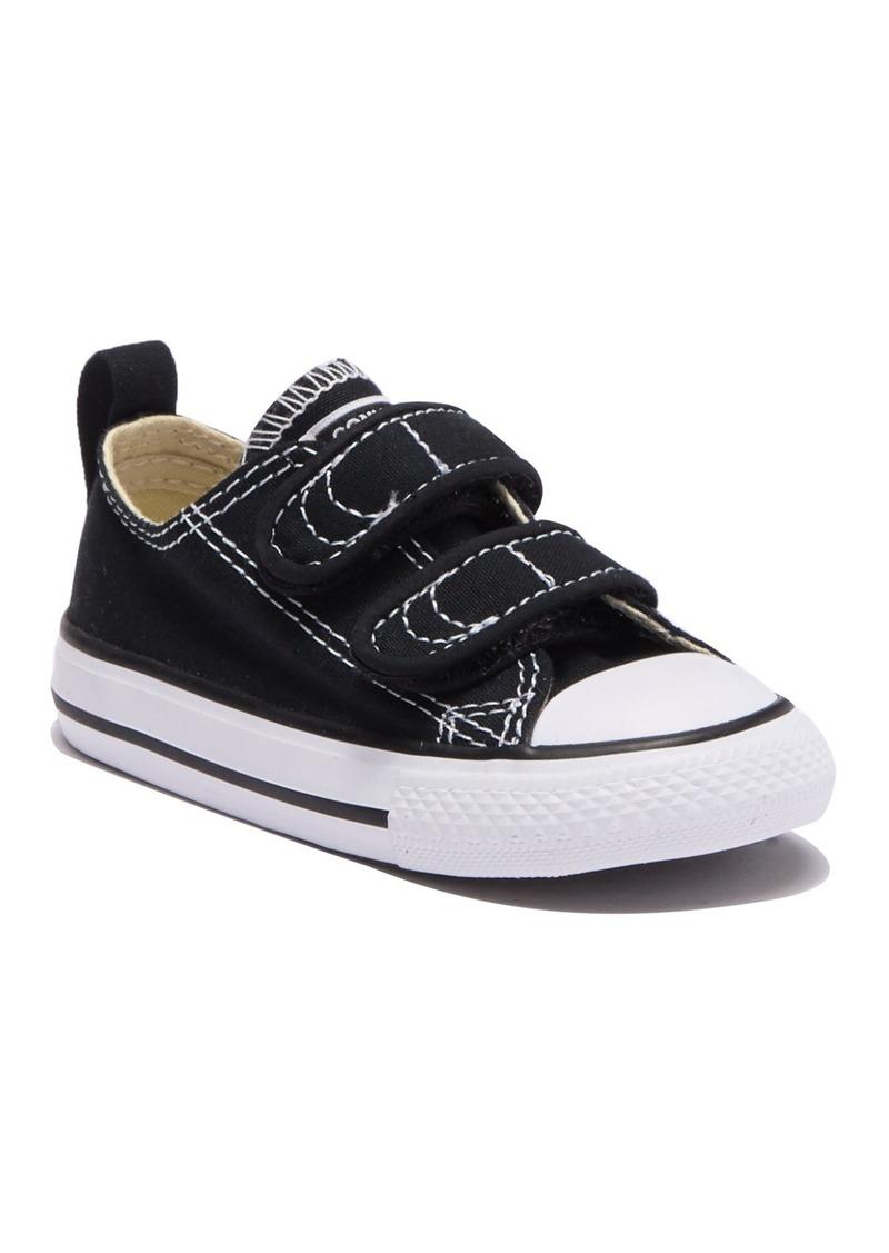 Converse Chuck Taylor(R) 2V Ox Sneaker (Toddler)