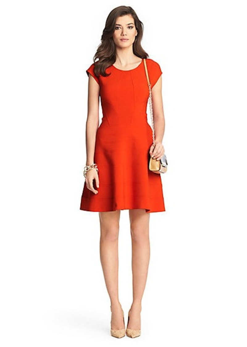Diane Von Furstenberg Rebecca Flirty Ceramic Dress