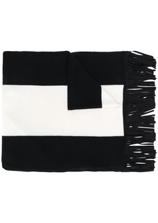 D.Exterior two-tone fringed scarf