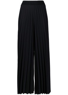D.Exterior wide pleated trousers