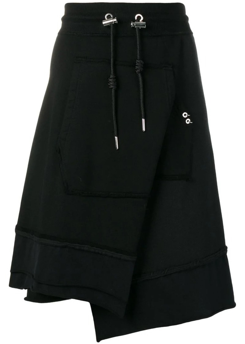 Diesel asymmetric skirt