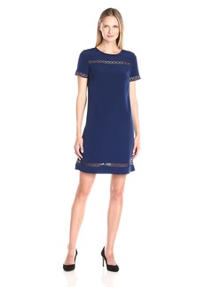 Donna Ricco Women's Short Sleeve Solid Soho Crepe Shift with Lace Detail