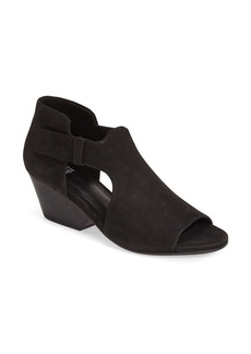 Eileen Fisher 'Iris' Sandal (Women)