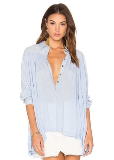 Free People Lovely Day Button Down Top in Blue. - size L (also in M,S,XS)