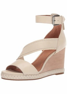 FRYE Women's RIVIANA Feather Wedge Flat Sandal   M US