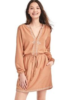 Embroidered split-neck dress