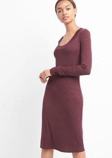 Scoopneck ribbed midi dress