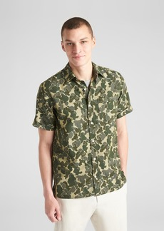 Gap Standard Fit Camo Print Short Sleeve Shirt