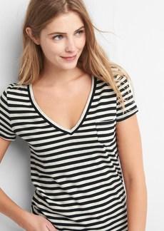 Gap V-neck stripe pocket tee