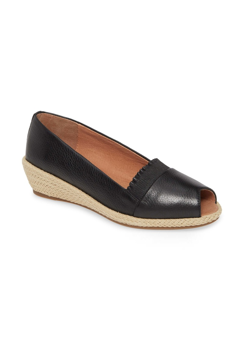 Gentle Souls by Kenneth Cole Luci Flat (Women)