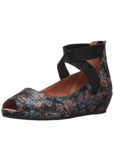Gentle Souls by Kenneth Cole Women's Lisa Low Wedge PEEP Toe Elastic Strap Shoe