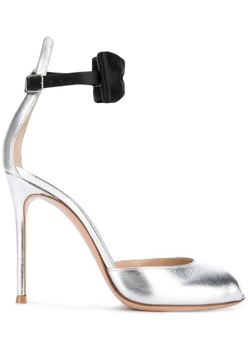 2eb957e69440 Gianvito Rossi metallic bow sandals