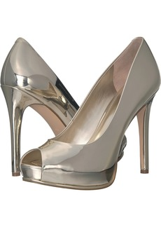 Guess Women's HONORA4 Pump GOLD LL  M US