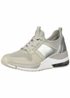 GUESS Women's Jori Sneaker   M US