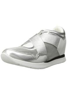 GUESS Women's Laylow Sneaker  6 Medium US
