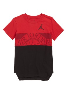 Jordan Mid Wings T-Shirt (Big Boys)