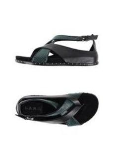 L.A.M.B. - Flip flops