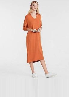 Lou & Grey Signaturesoft V-Neck Midi Dress
