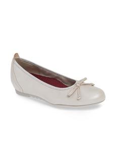 Munro Quinn Ballet Flat (Women)