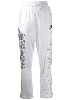 Nike contrast lgoo track pants