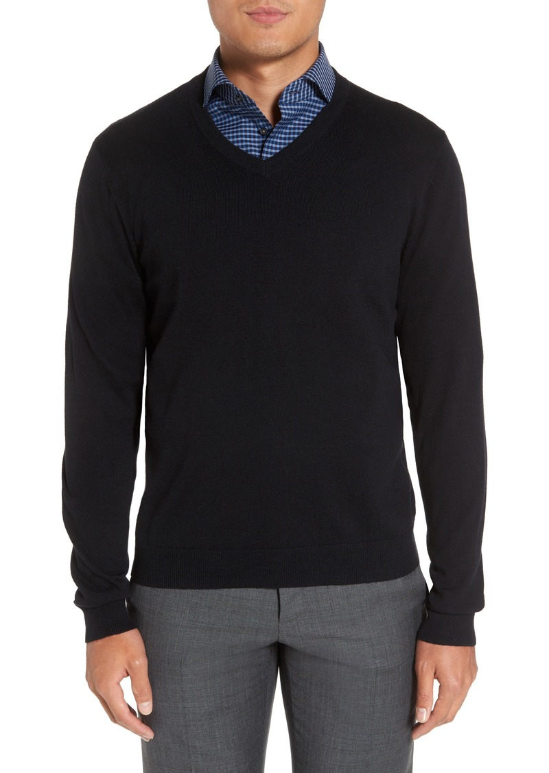 Product Features Long sleeve slim fit solid color pullovers, sweater over a dress shirt for men.