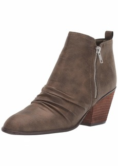 Report Women's YAKUB Ankle Boot   M US