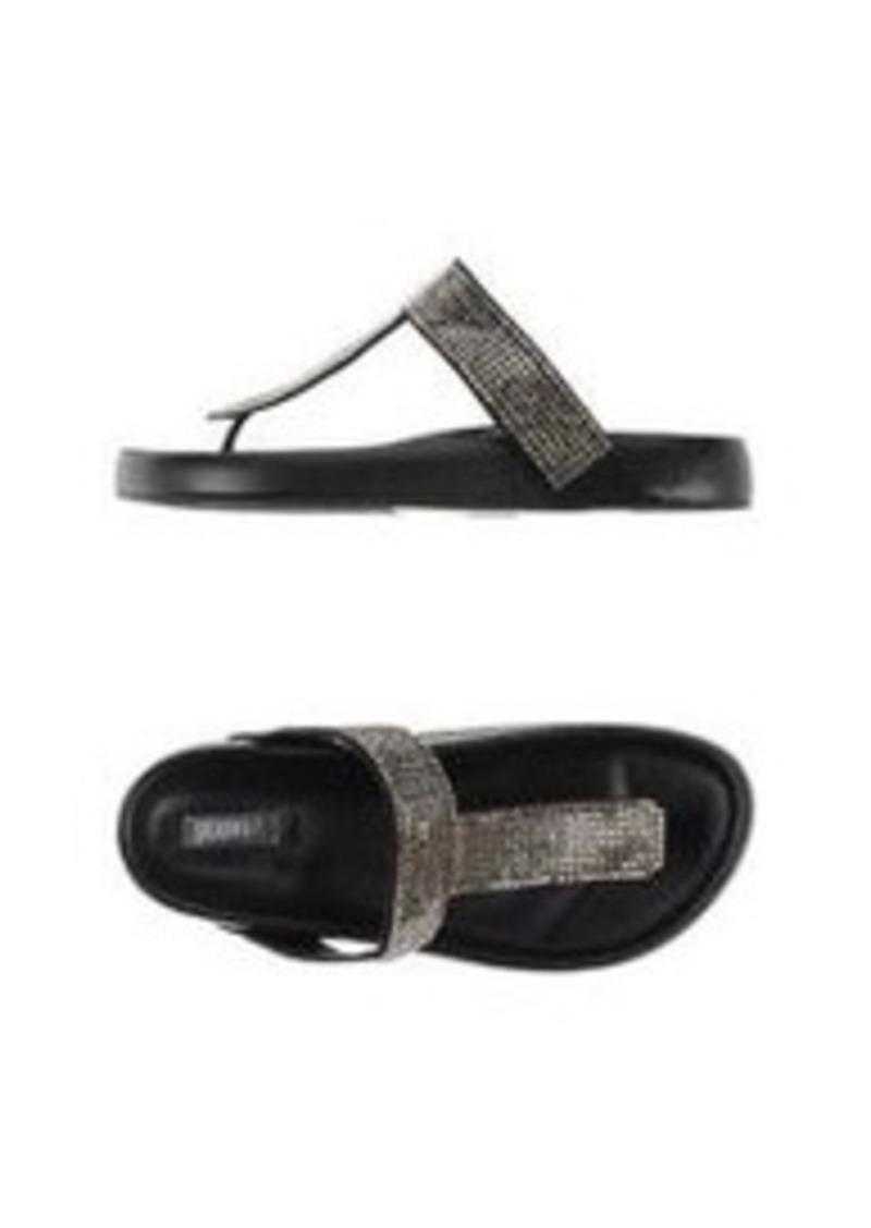 SCHUTZ - Flip flops