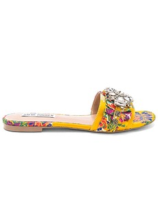 Steve Madden Pomona Slide in Yellow. - size 10 (also in 6,6.5,7,7.5,8,8.5,9,9.5)
