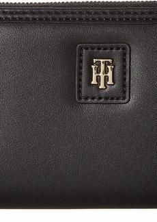 Tommy Hilfiger Women's Julia Large Nylon Zip Wallet
