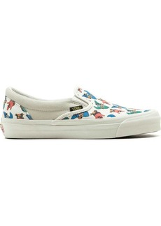 Spongebob Squarepants x Vans OG Classic slip-on sneakers