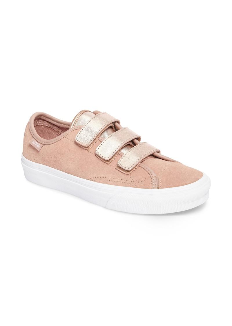 Style 23 V Sneaker (Women)