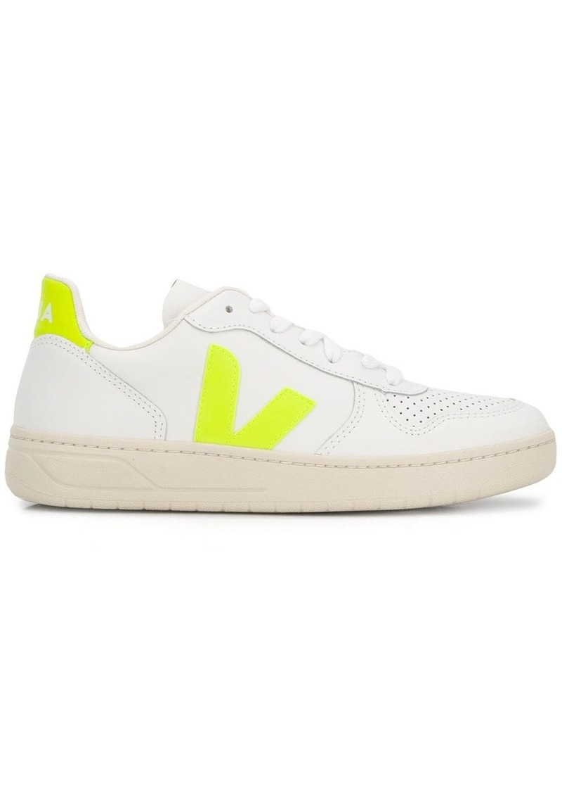 V-10 low-lop sneakers