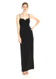 Vera Wang Women's Sleeveless Gown Lace Detailed Sweetheart Neckline