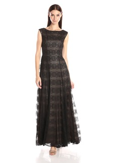 Vera Wang Women's Sleeveless  Lace Gown with Nude Lining